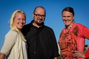 Fra venstre: Kamilla Hovd Hondrelis; møteleder/produsent+styremedlem i salem; Ulf Gjerseth, ansv. for forkynnelse på Q+med i eldsterådet, Irene Nilsen; Q-koordinator+lovsangsleder