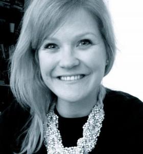 Siri Novak Jensen jobber med gudstjenestene i menigheten.